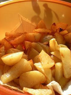 Pečen krompir s papriko v prahu
