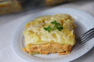 Krompirjeva zloženka s korenčkovo omako/ Korenčkova musaka
