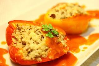 Nadevana pečena paprika s paradižnikovo omako