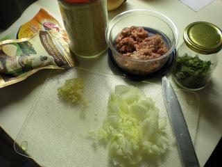 Špageti v paradižnikovi omaki z mesnimi kroglicami / čuftami
