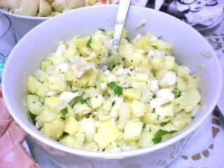 Solata iz hobotnice s krompirjem, česnom in čebulo