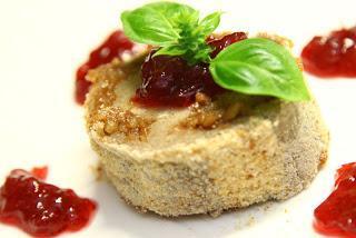 Ajdovi štruklji z orehovim nadevom in brusnično marmelado