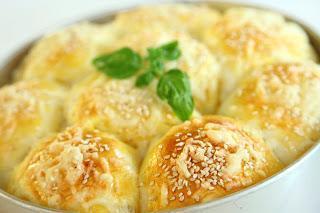 Piščančje bombice s sezamom in sirom