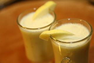 Jogurtov napitek z jabolki in medom