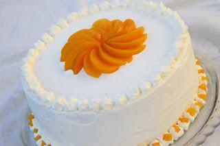 Smetanova breskvina torta z mascarpone sirom