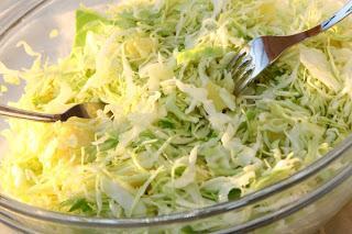 Zeljnata solata s krompirjem