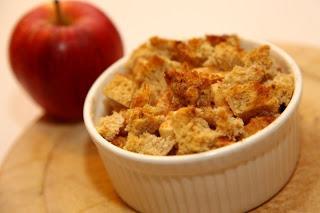 Enostavna pečena jabolčna pita iz starega kruha
