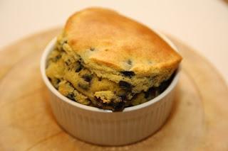 Enostavni borovničev kolač v skodelici