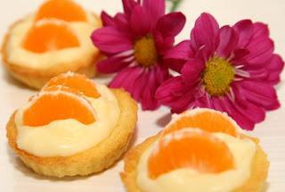Male pite / tortice z vanilijevo kremo in mandarinami