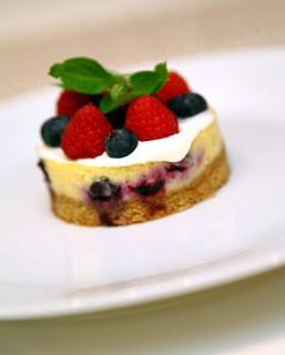 Cheesecake / sirovo pecivo z malinami in borovnicami