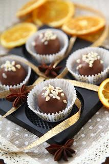Čokoladne rumove kroglice z lešniki