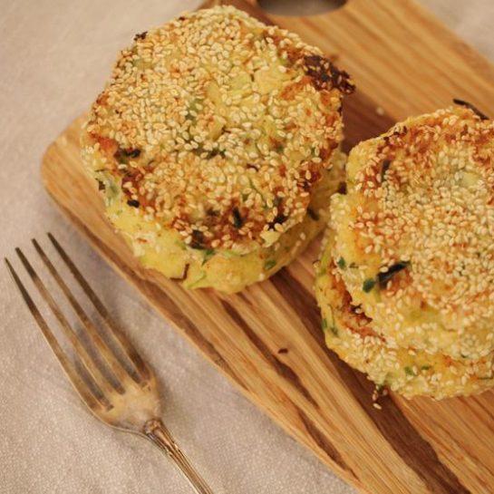 Krompirjevi polpeti s curryem in piščančjim mesom
