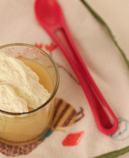 Jabolčni puding z mascarpone smetano