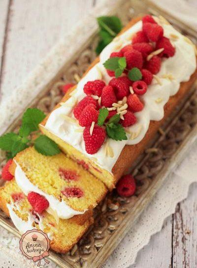 Brezglutenski malinov kolač z mandlji