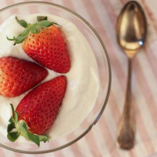 Jagodne tortice z jogurtovim nadevom