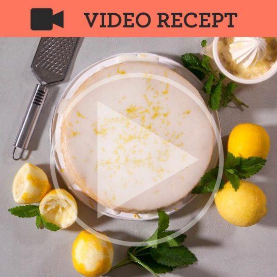 Preprosti limonin kolač z limonino glazuro brez jajc in mleka
