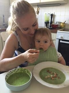 Špinačna juha z jogurtom + kašica