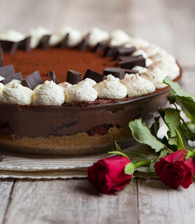 Višnjeva torta črni gozdiček brez peke