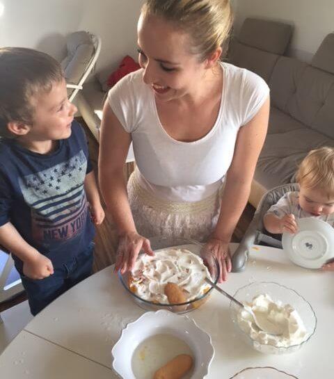 V zakulisju priprave slastne tortice skupaj z otroci