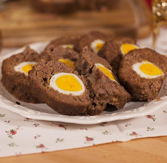 Rustikalna Štefani pečenka ali mesna štruca z jajci