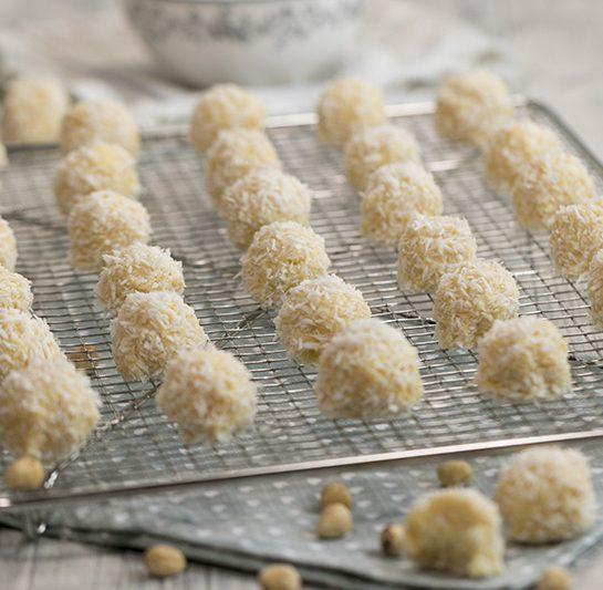Domače rafaelo kroglice z belo čokolado in lešniki