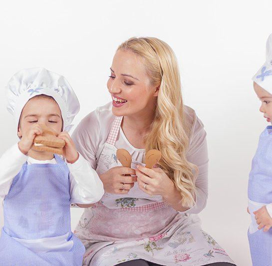 Ponavljanje za bratcem, otroški kuharski pustni kostumi, maškarce