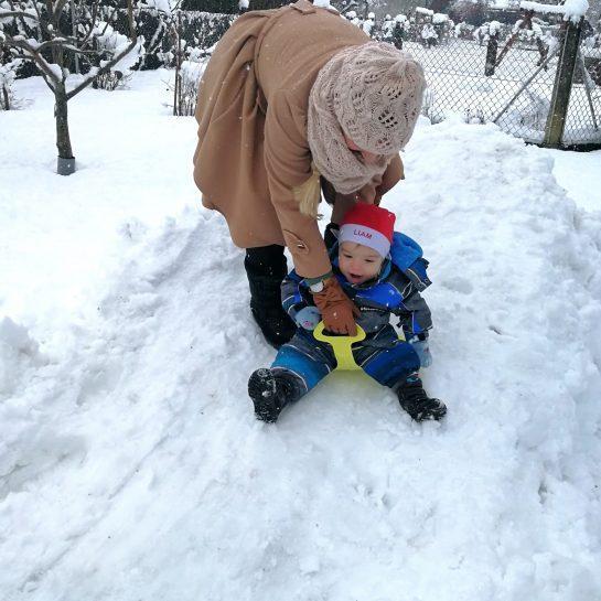 Nostalgija na sneženo otroštvo, sanke z volanom in lopate za sankanje