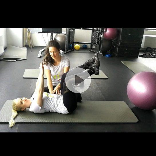 Tri video vaje za krepitev trebušnih mišic, primernih tudi za mamice po porodih in nosečnice