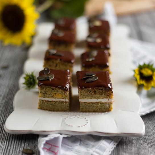 Kocke iz bučnih semen s kislo smetano in čokoladnim oblivom – brez glutena, primerno za diabetike