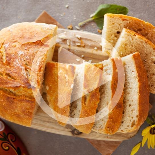 Minutni pirin kruh brez gnetenja