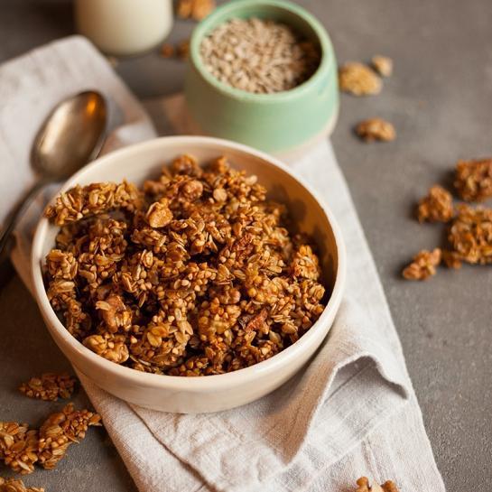 Ajdova granola s cimetom in orehi