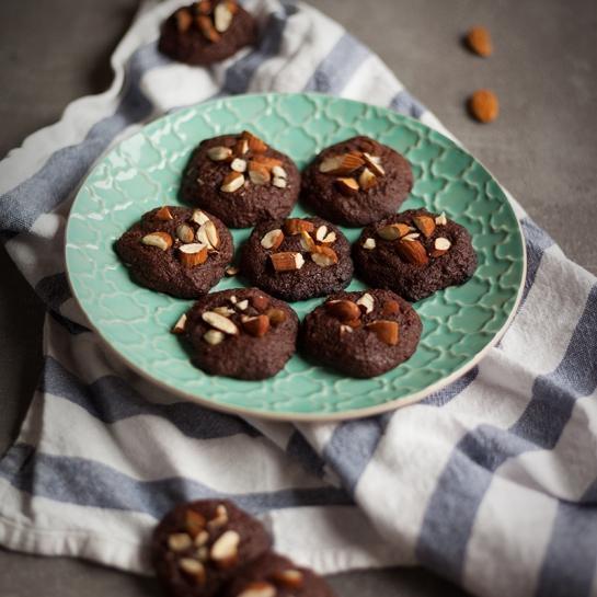 Čokoladni rožičevi piškoti z mandlji za diabetike