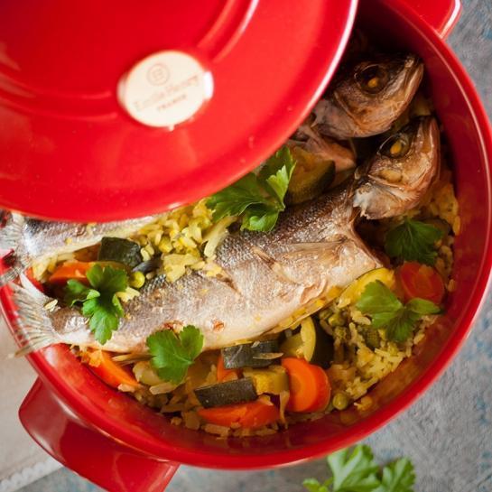 Pečena rižota z bučko, korenjem in celim brancinom