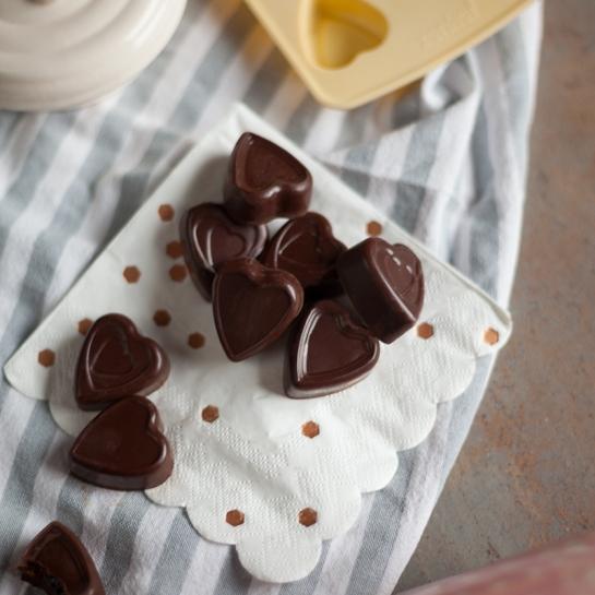 Čokoladni pralineji z malinovo sredico