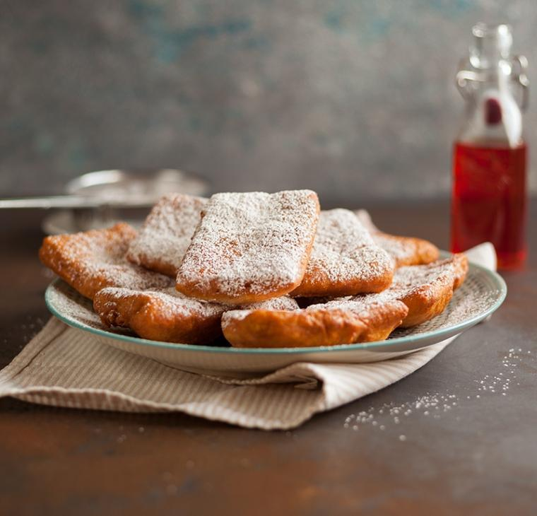 Francoski kvadratki ali beignets s cimetovim sladkorjem