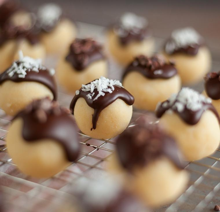 Kokosove rum kroglice s temno čokolado