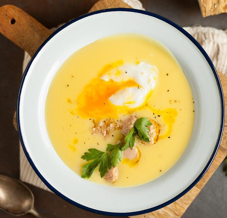 Hrenova juha s poširanim jajcem in tunino – velikonočna juha