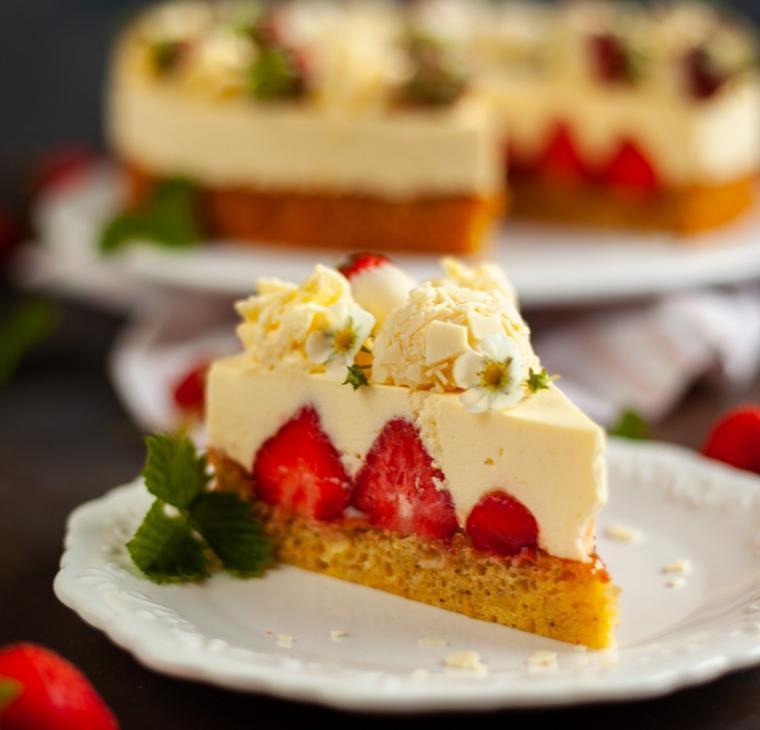 Belo čokoladna jagodna torta