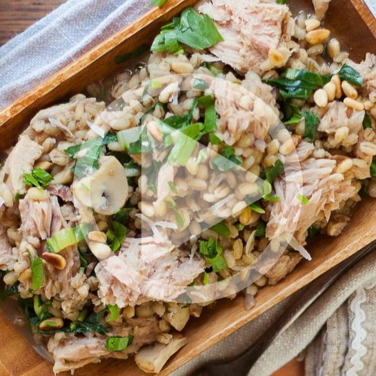 Ječmenova rižota z blitvo, tunino in šampinjoni