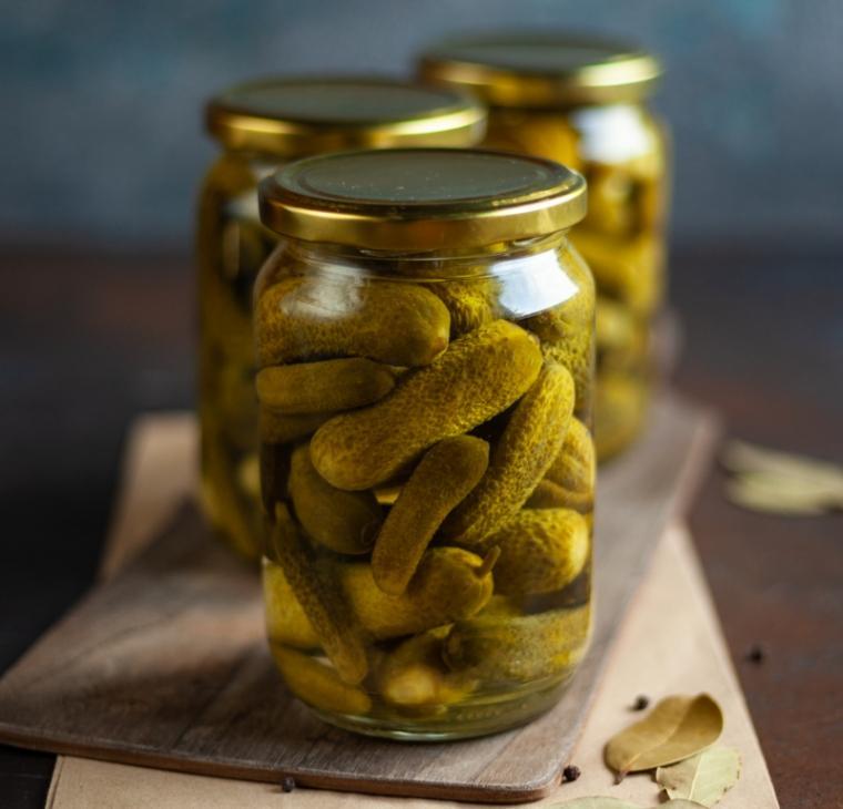 Domače vložene kisle kumarice