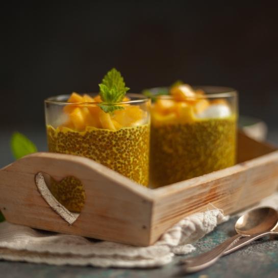 Zlato mleko chia puding z mangom