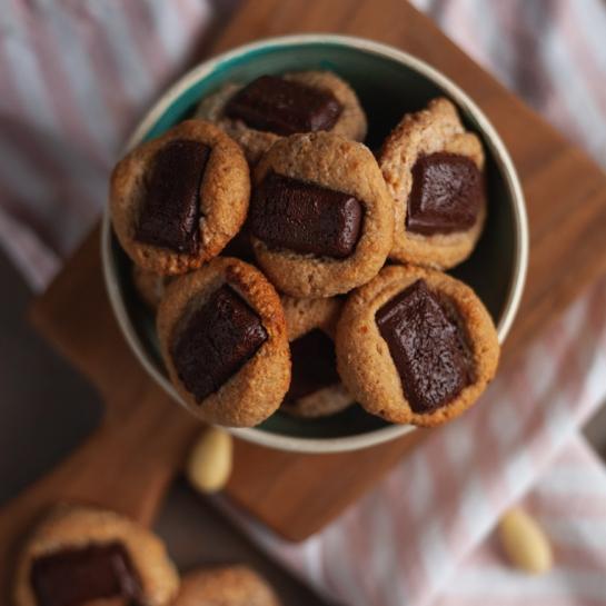 Mandljevi hrustavčki s temno čokolado