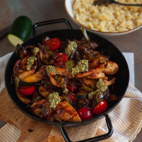 Piščančje meso z balzamično zelenjavo in orzo testeninami