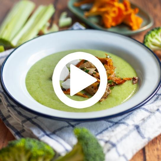 Gosta brokoli juha s popečenimi lisičkami in skušo