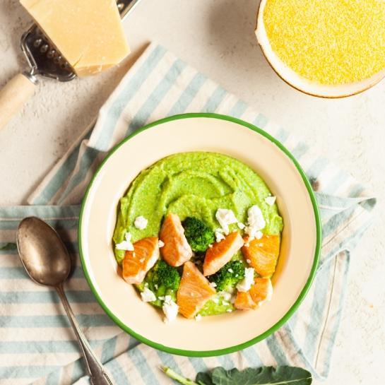 Brokoli polenta z lososom in feto