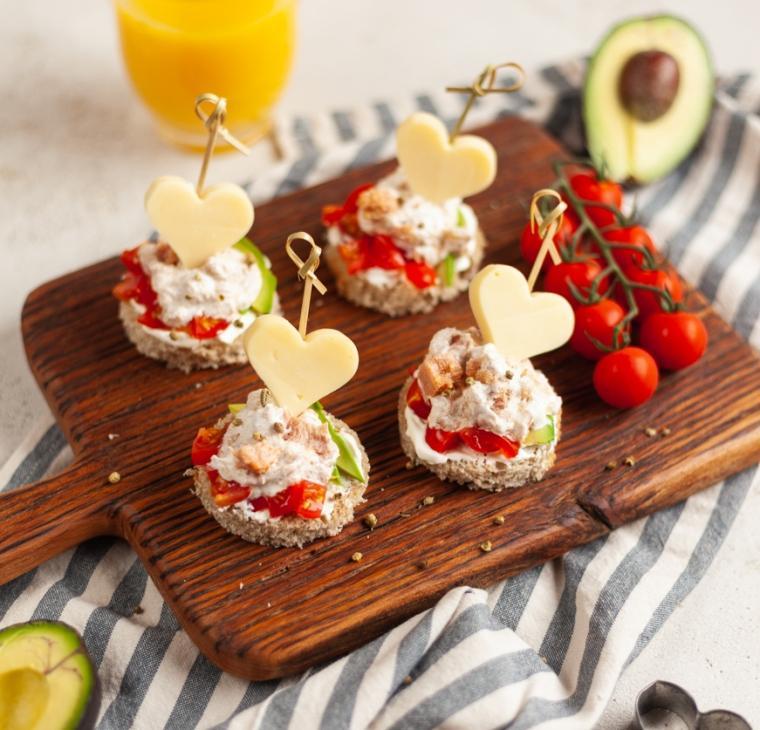 Valentinovi tunini kruhki z origanovimi kroglicami