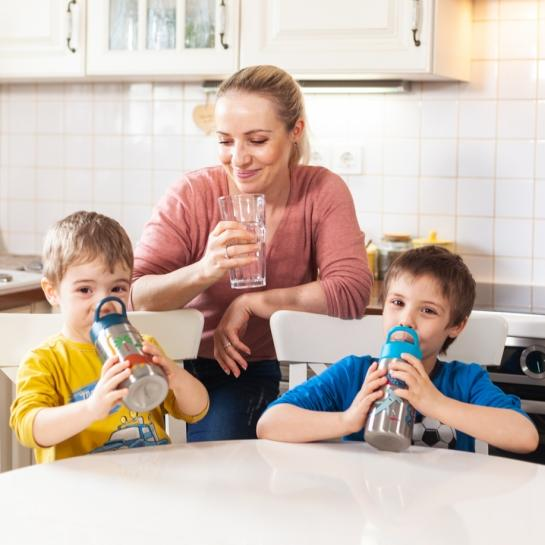 Spremljate koliko vode spijejo vaši malčki?