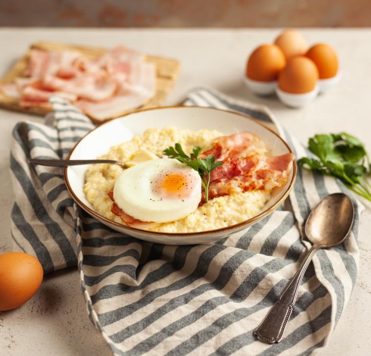 Mlečna prosena kaša s panceto in jajcem