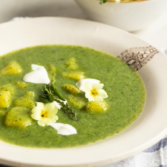 Regratova krompirjeva juha z zdrobom