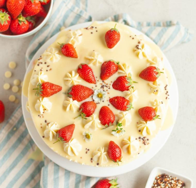 Jagodni belo čokoladni chesecake brez peke